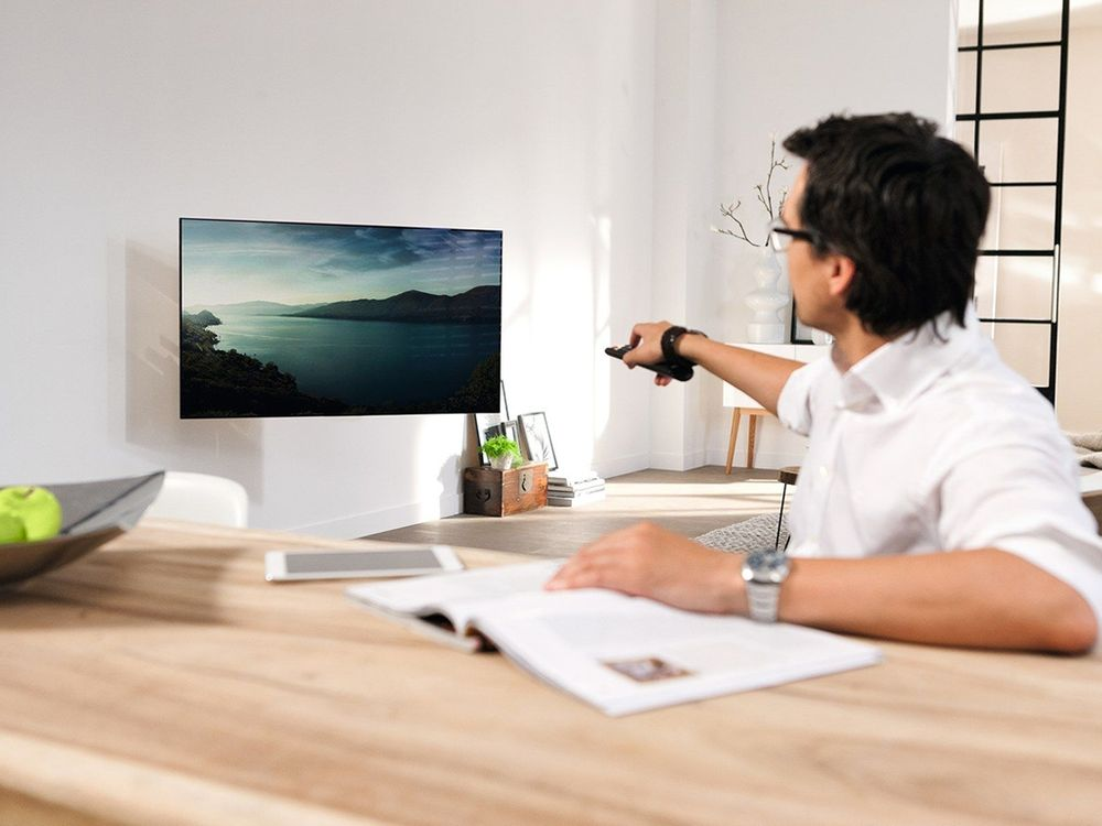 Vogel S Designmount Next 7355 Support Mural Tv Cobra Fr # Support Tv Motorise Pour Meuble